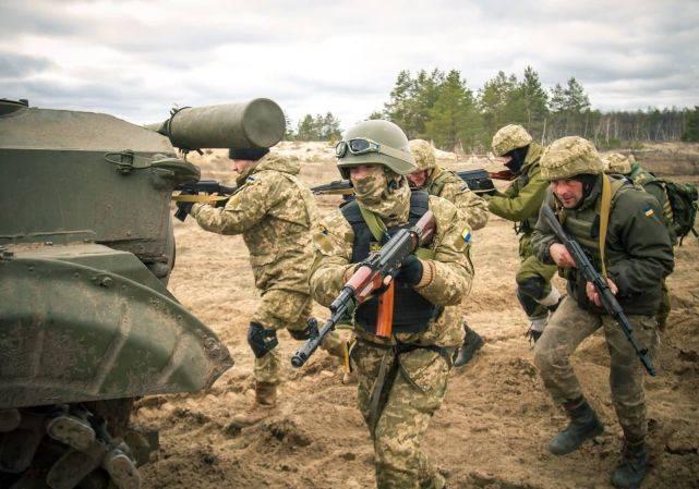 炮击顿涅茨克机场,俄军千名士兵边境部署,乌克兰紧急向美国求助