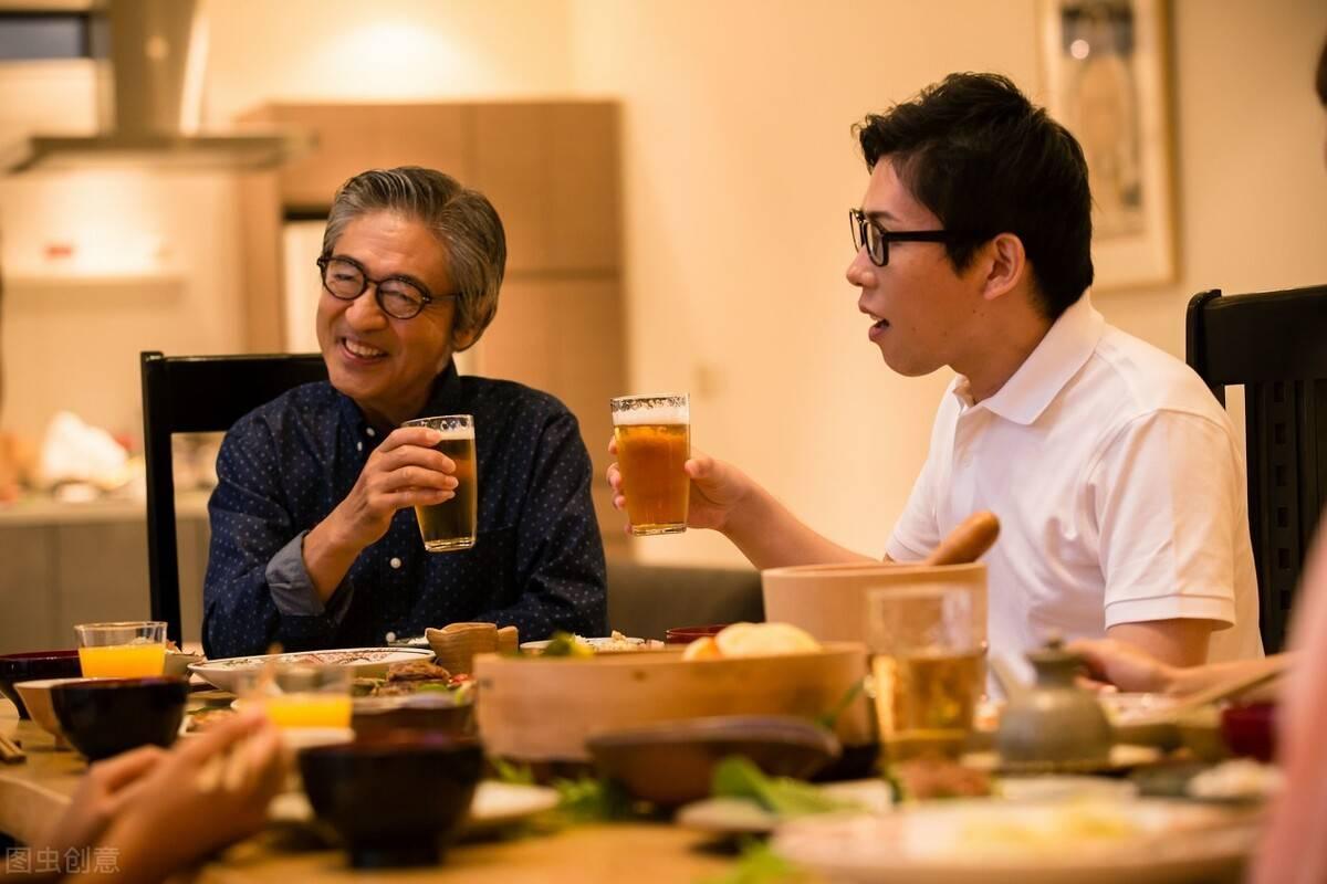 酒桌上最经典的敬酒话 简单又大气的敬酒话