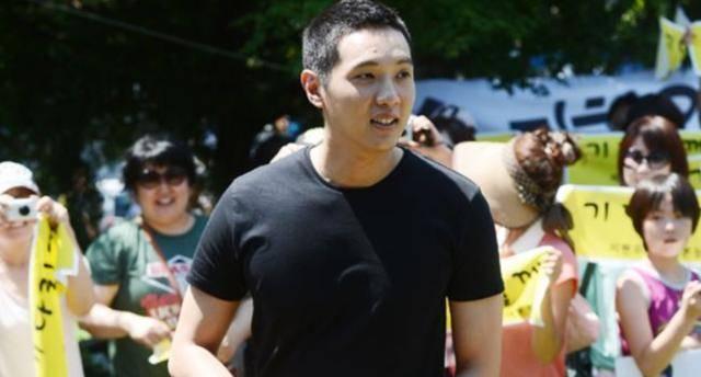 36岁池贤宇要演家庭剧,不做刘仁娜的男人已六年,抱着吉他独自欢