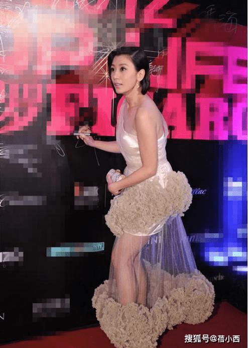 【贾静雯结婚】结婚2次的贾静雯,46岁的年纪却拥有25岁身材,一袭蛋糕裙太美了