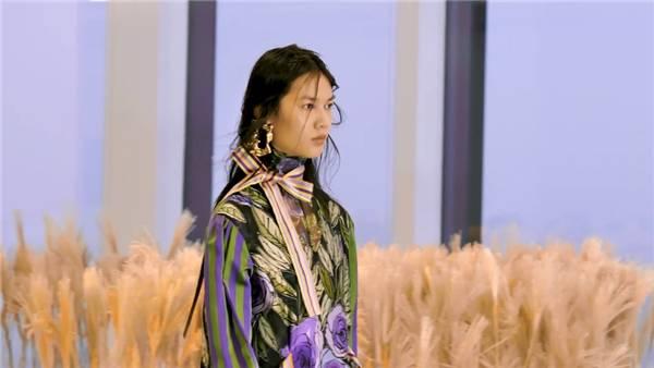 【上海時裝周】SHUTINGQIU與SPEAI無界融合定義現代女性新形象