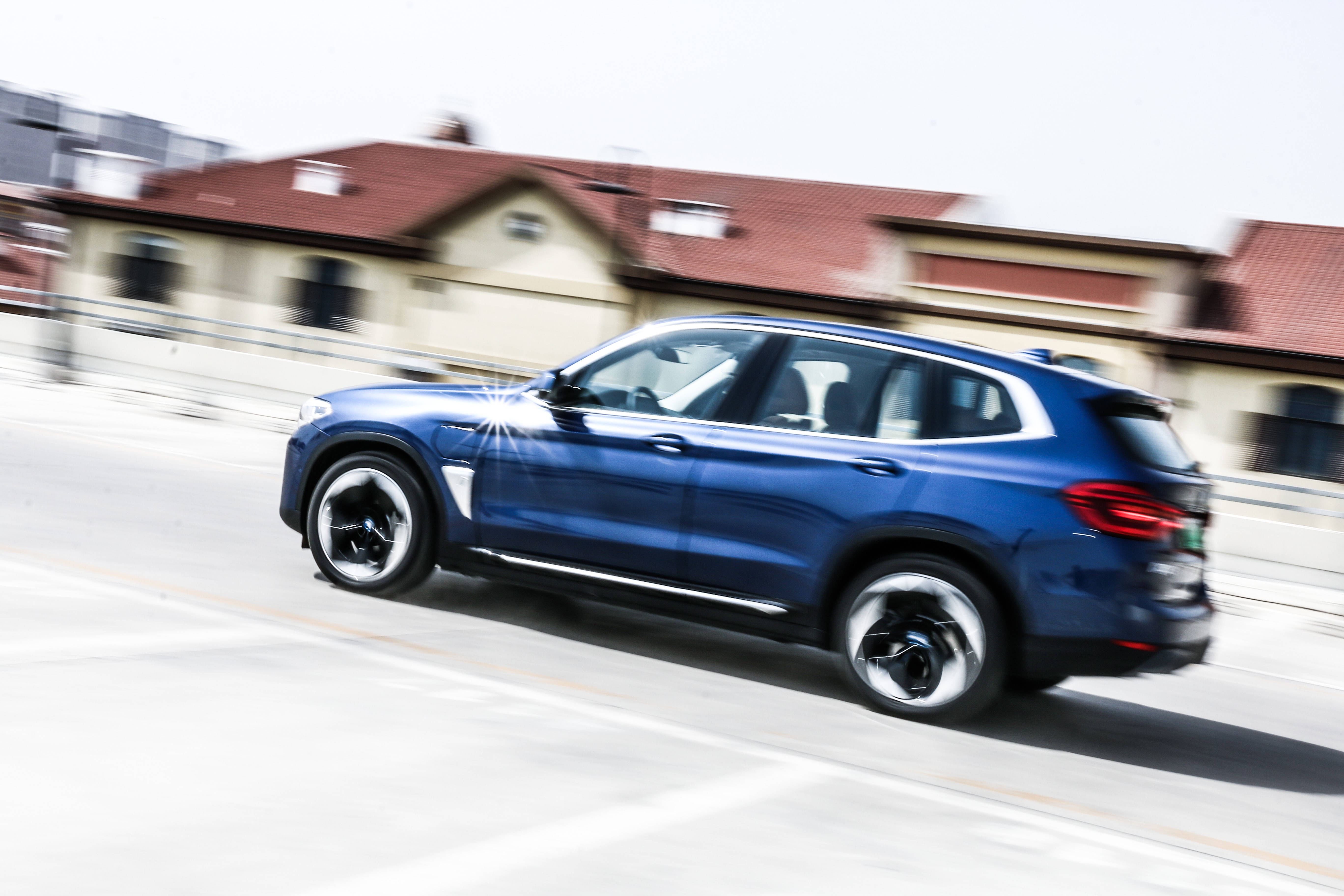 试驾BMW iX3:续航,本不该是一辆电动车的全部