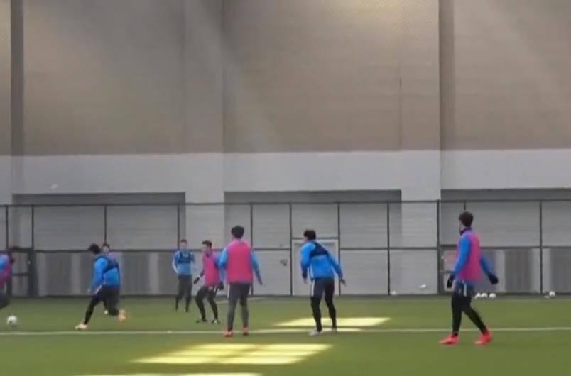 原创             中超今年最大亮点:大连人一线队报名15位U23球员太罕见!