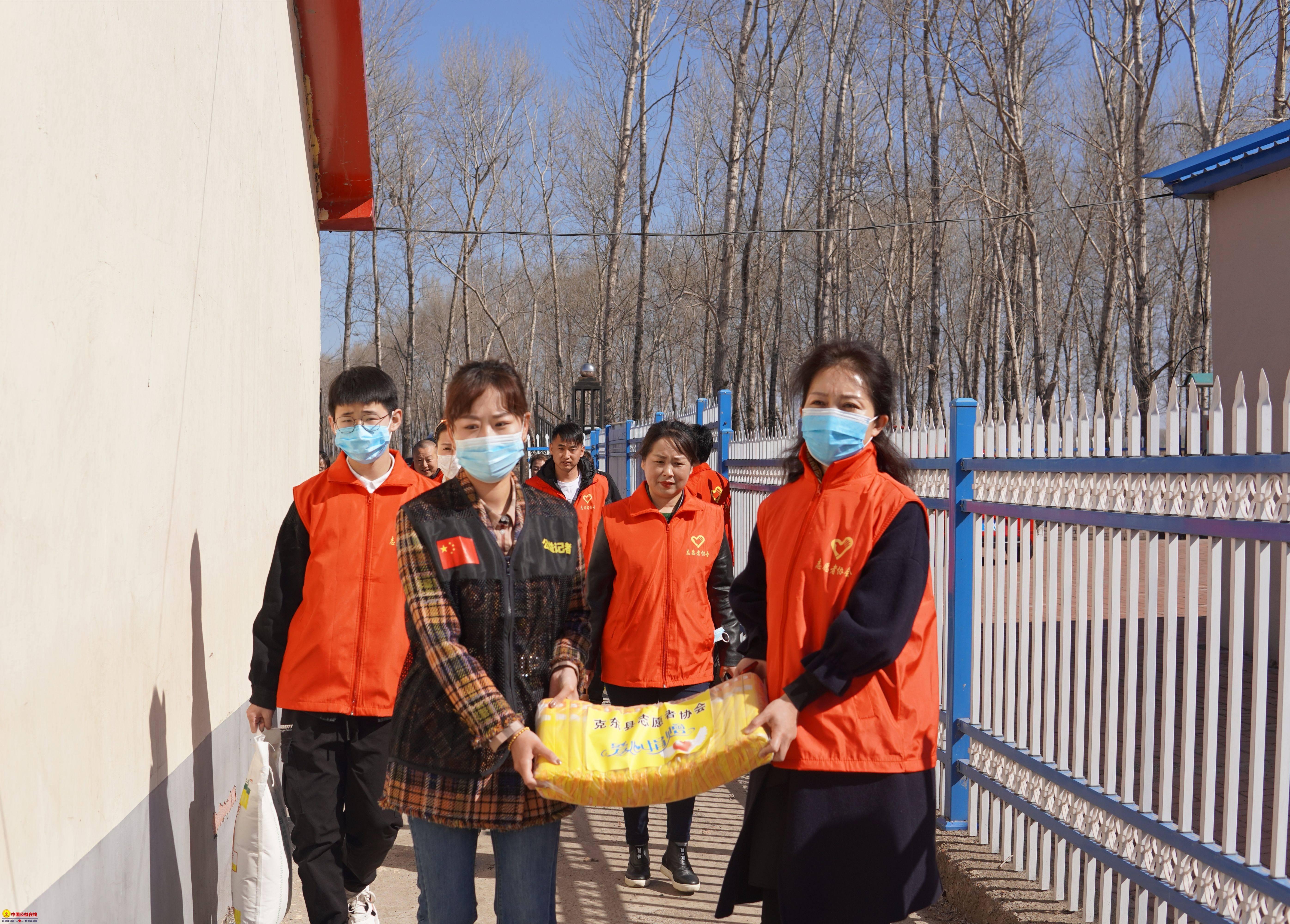 克东县志愿者协会携手巾帼志愿者团队 弘大爱献真情