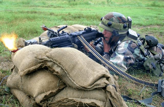 有一种子弹,8米距离开枪鸡都打不死,军队却必须使用