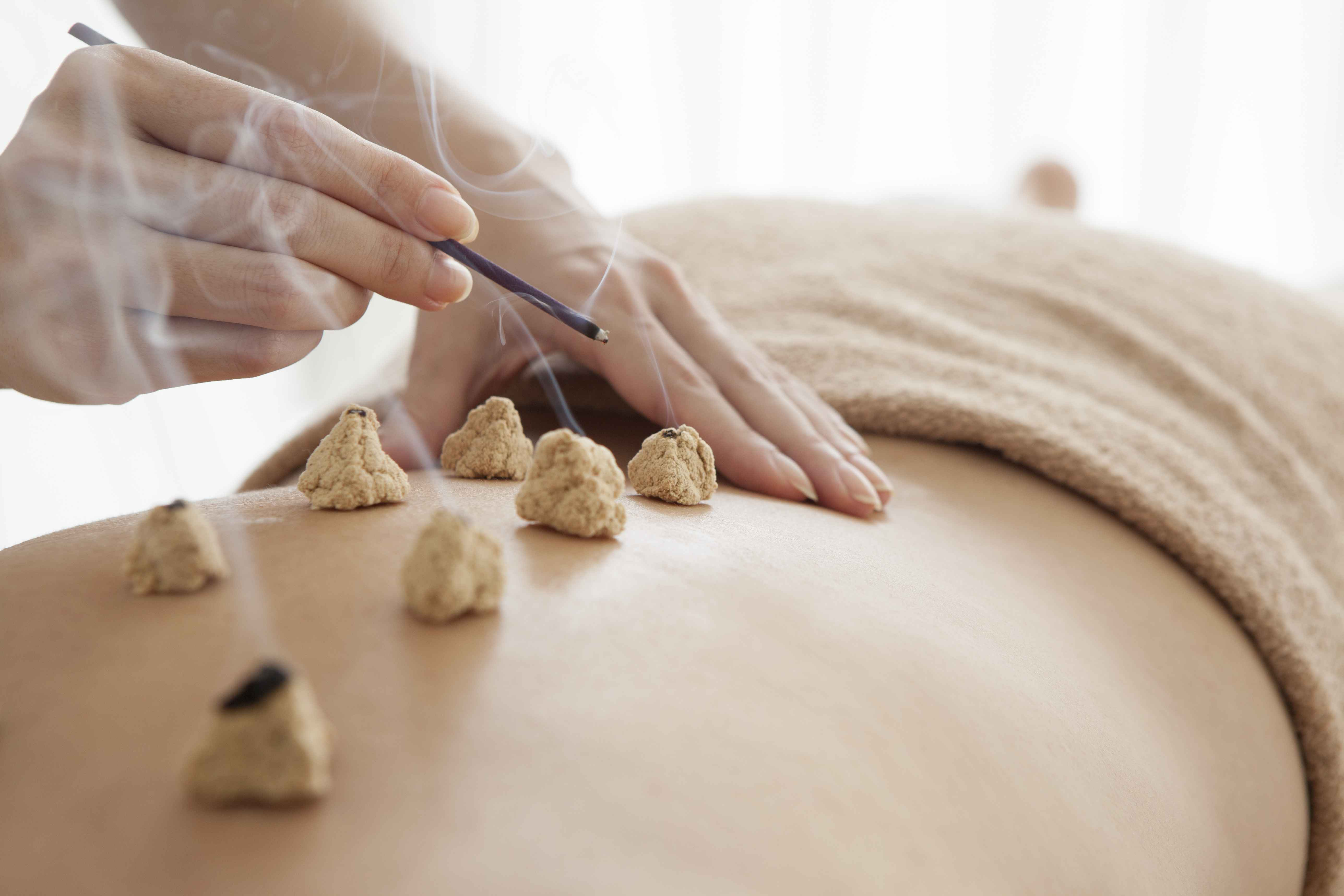 艾灸的好处与功效女人 女人艾灸的好处和坏处