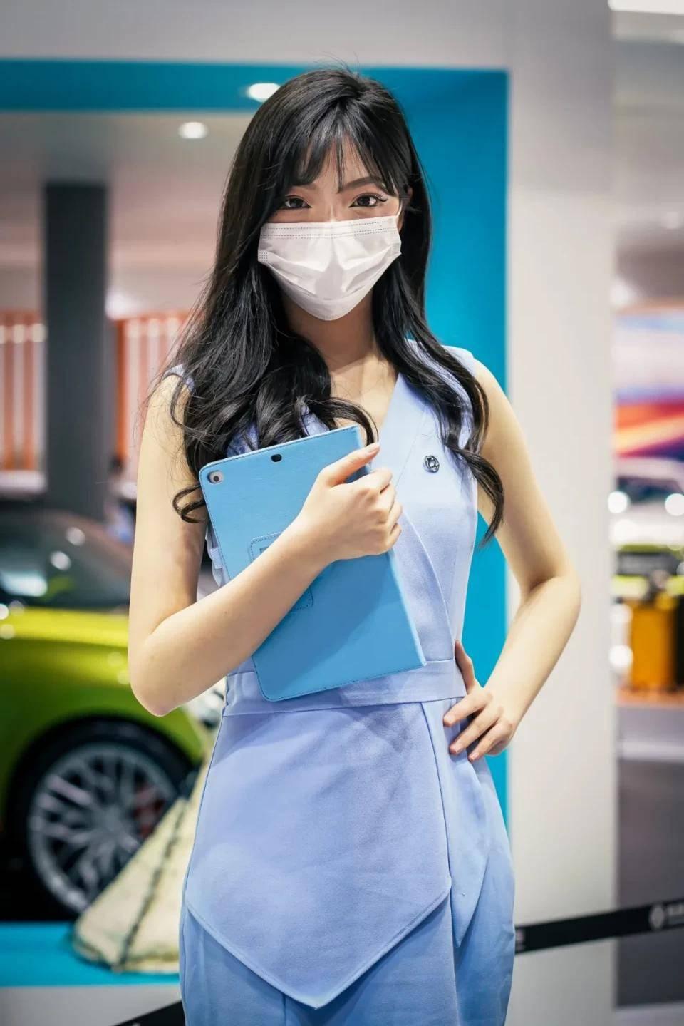 图赏:上海车展上的车模小姐姐们(图10)