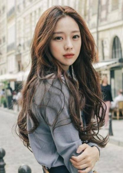唯美韩式长卷发发型,打造靓丽潮流的造型,仙女既视感