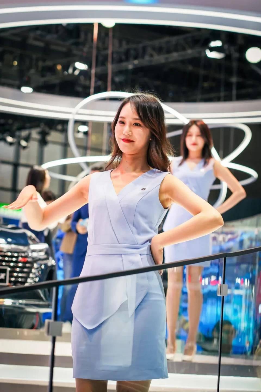 图赏:上海车展上的车模小姐姐们(图12)