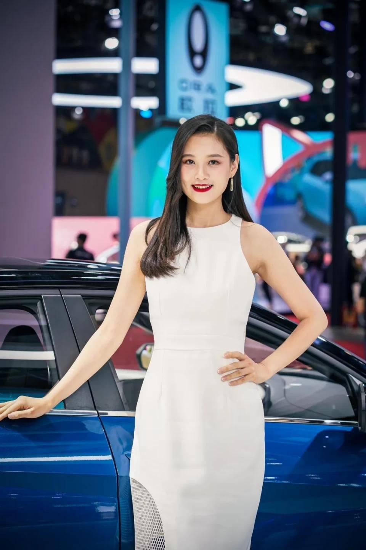 图赏:上海车展上的车模小姐姐们(图35)