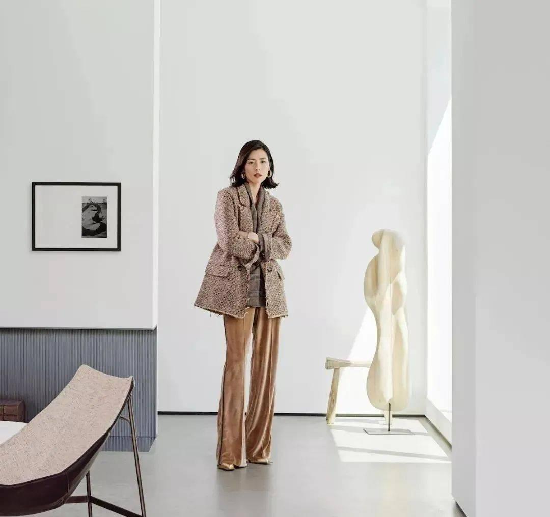 刘雯700m²奢华工作室曝光!同她一样:高级、简约又舒适!
