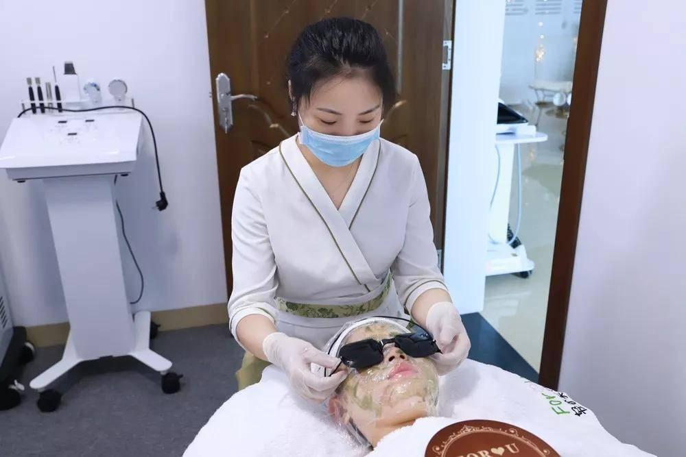 凭啥别人家皮肤管理中心月入几十万,年入几百万!