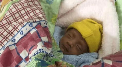 2斤多女婴深夜被弃被人收养 患血管瘤无医保无法报销-家庭网