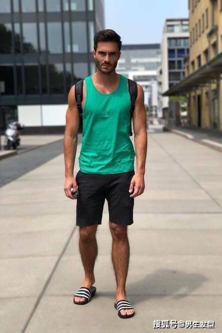 """夏天短裤那么多 还是这条""""四分裤""""时髦百搭 这样穿更显魅力 爸爸 第11张"""