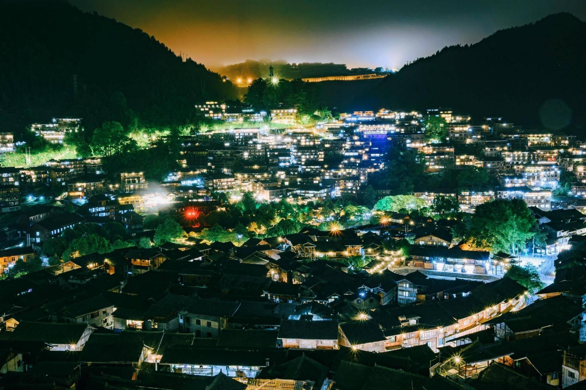 贵州旅游必打卡景点,世界上最大的苗寨,虽然如今已十分商业化