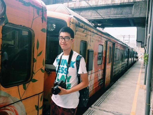 在台北的这个铁路上放天灯,想必一定很浪漫