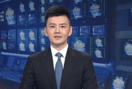 《新闻联播》33岁新主持严於信琴棋书画样样精戴钻戒名草有主