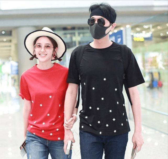 """原创             张若昀与唐艺昕同框看着真养眼,""""红黑""""搭配还挺时髦,简单大方"""