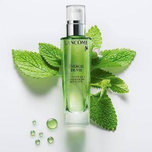 这些热门补水的精华液,改善肌肤暗沉和有效去除黄气,深受好评