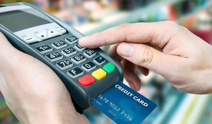 为什么银行的人,天天追着你办信用卡?资深员工告诉你答案