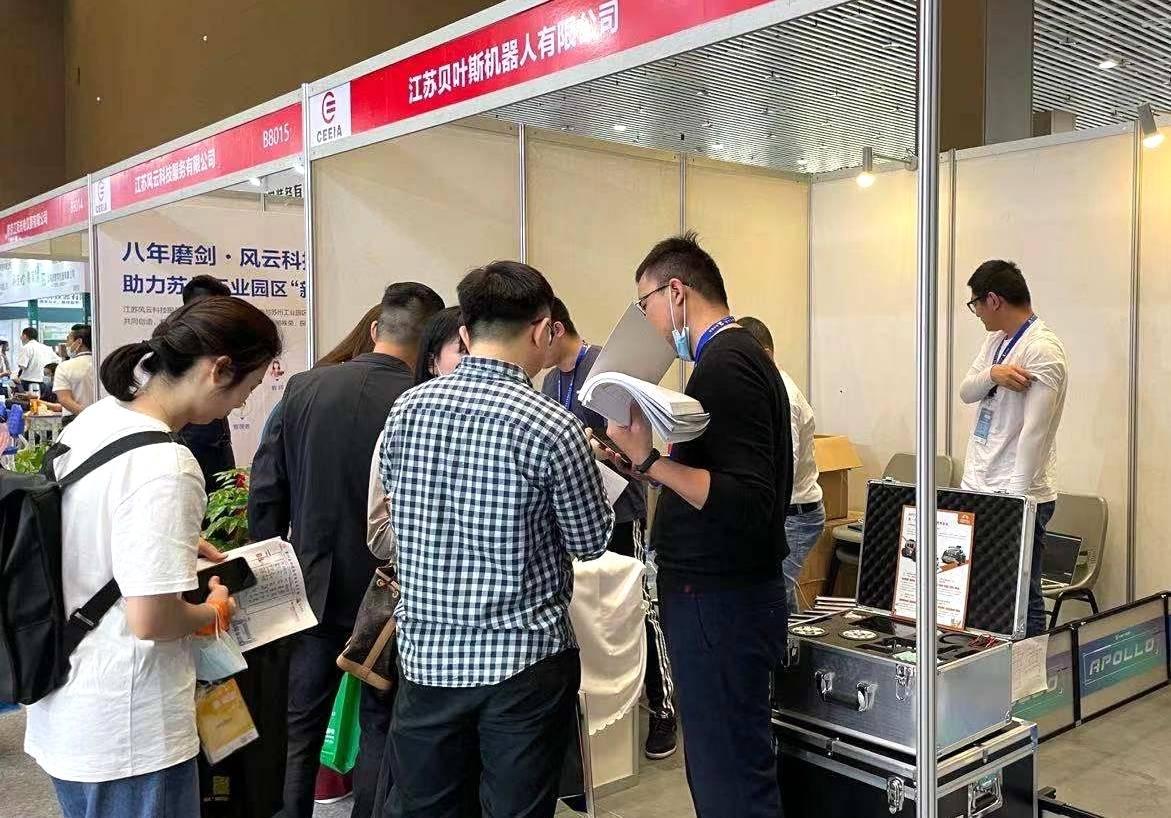 贝叶斯机器人亮相第79届中国教育装备展,助100dnf私服发布网力AI教育升级