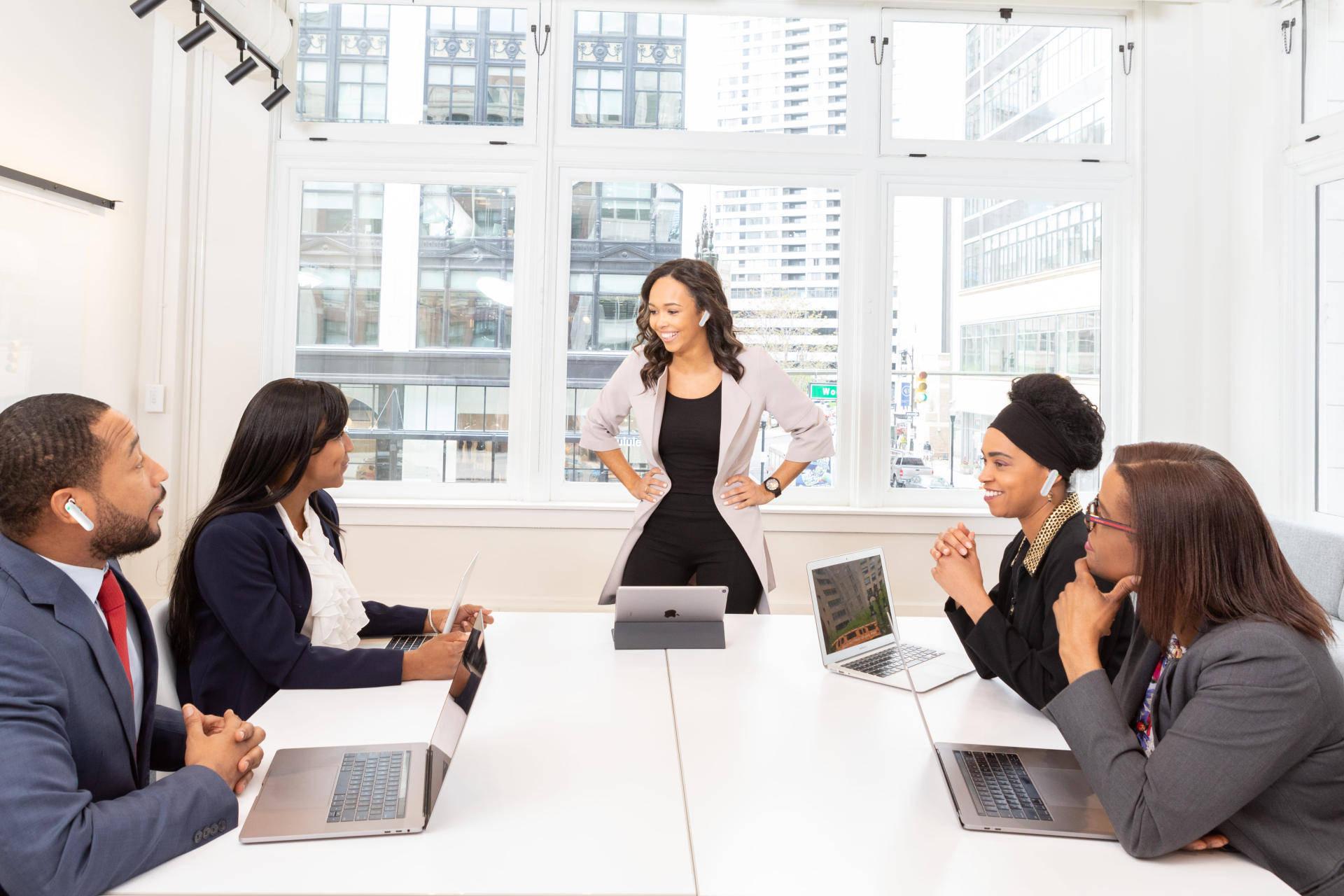疯狂职场口语对话:加薪Asking For a Raise.  老板与员工的英文对话