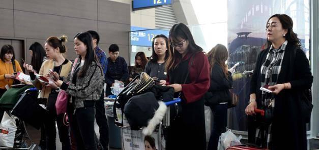 为什么外国人旅游喜欢背包,而中国人却爱拖行李箱呢?涨知识!