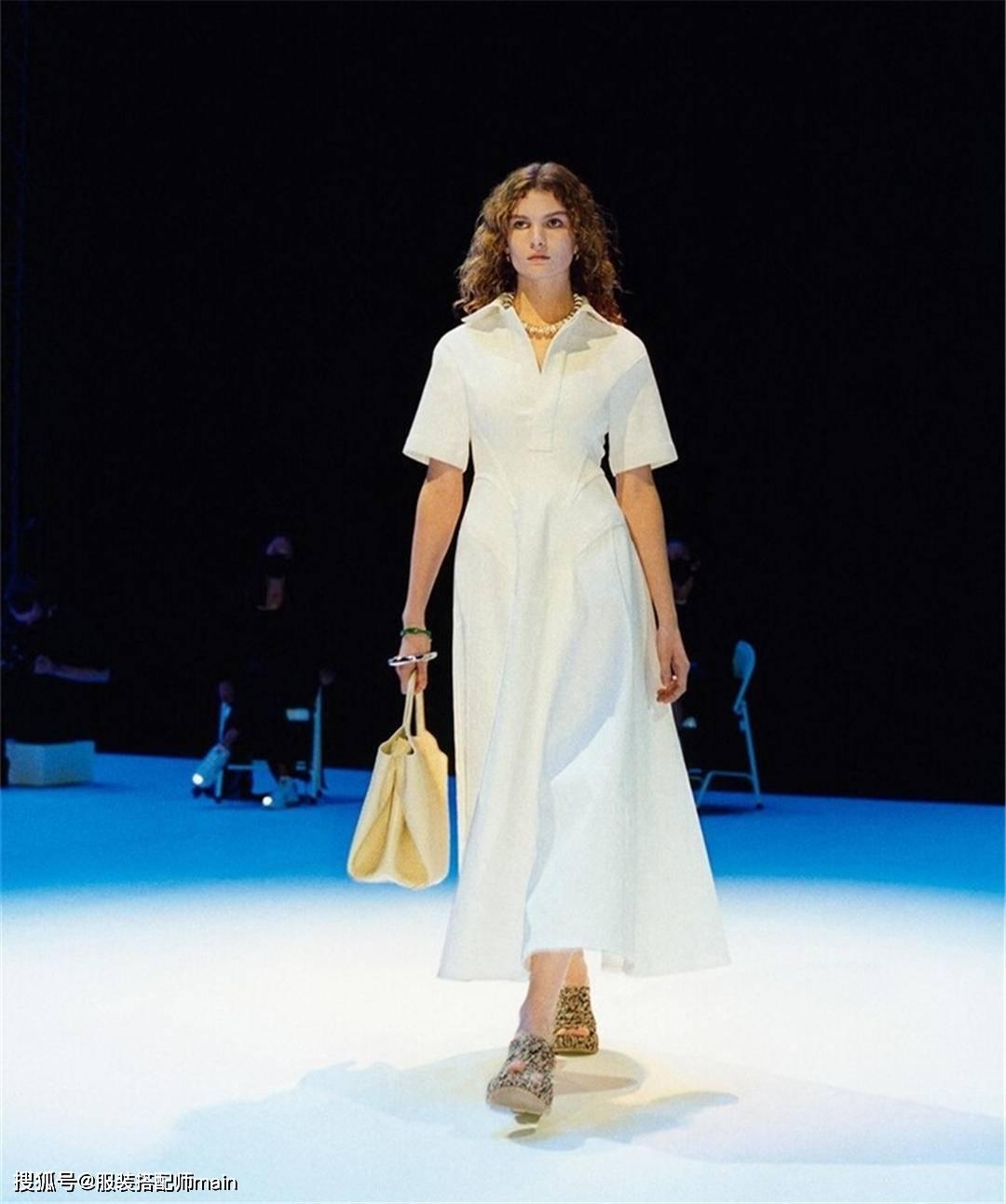 【皮肤黑黄穿什么显白】皮肤黑黄穿连衣裙怎么才能显肤白?