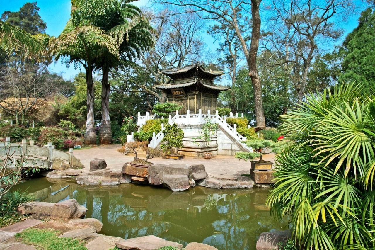 中国四大铜殿之一,用黄铜铸成,是AAAA级景区