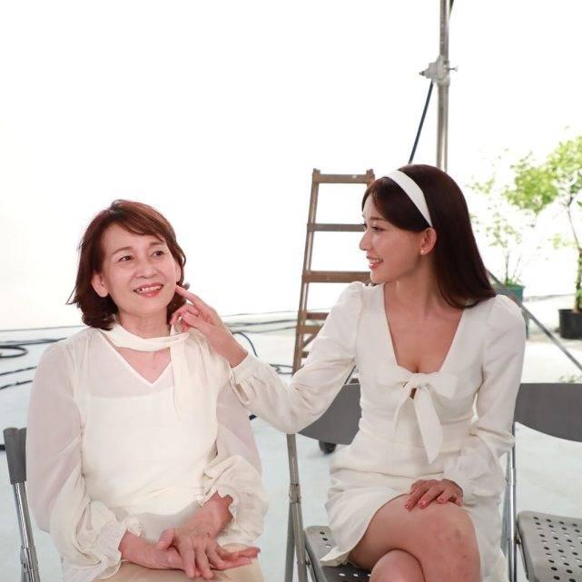 林志玲等50余位明星母亲节温馨晒照,冯巩与百岁妈妈合影令人泪奔