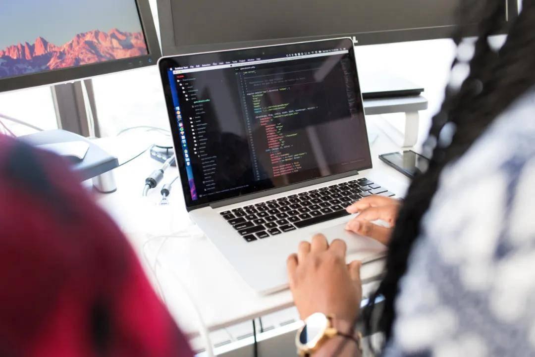 可能有些人会疑惑:为什么IT行业这么吃香?_www.cnitedu.cn