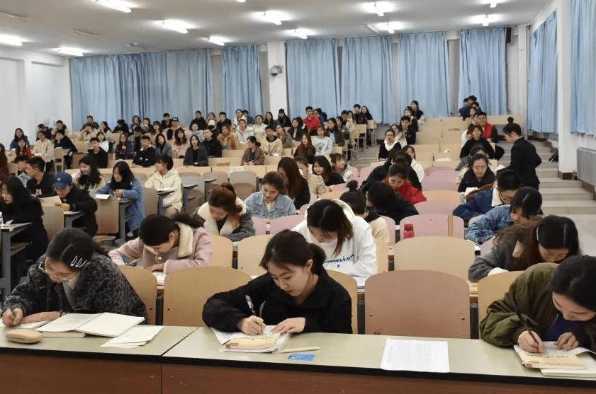 高中数学老师和学生答同一份试卷,成绩出来后,大家倍感意外
