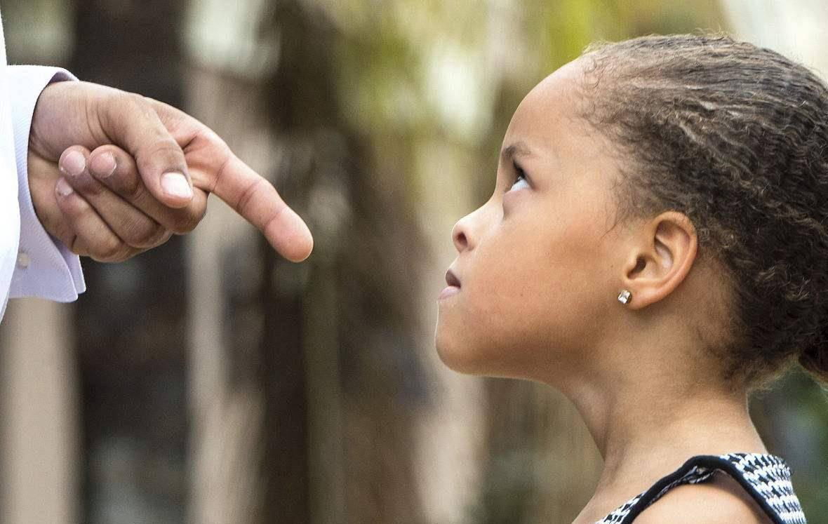 当孩子被别的小孩打了 孩子打了别的孩子怎么办