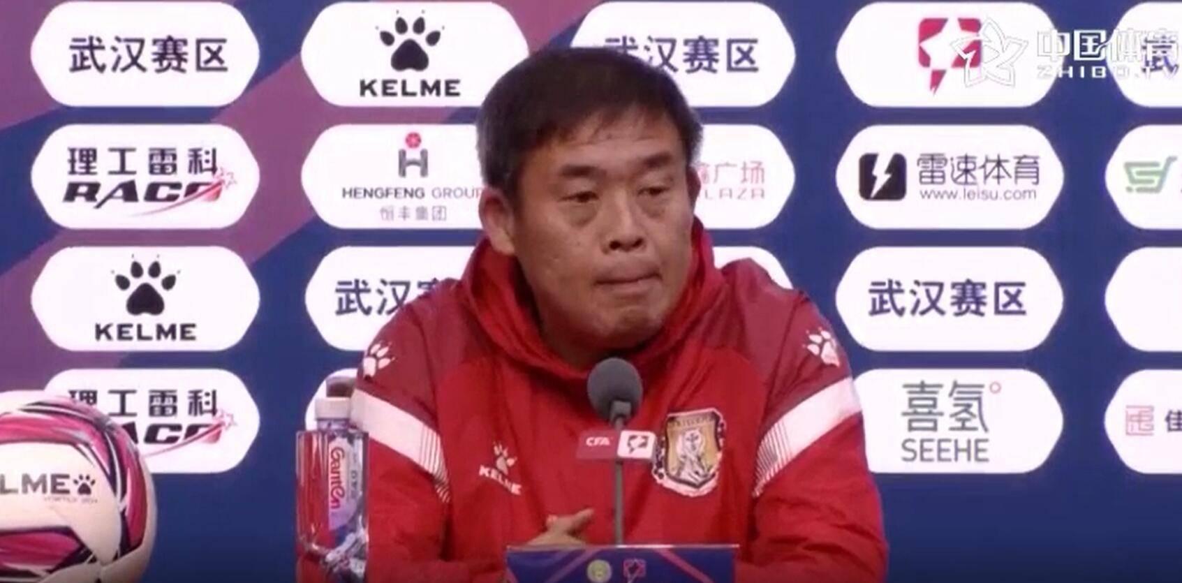 高明琦:武汉三镇进球太早是意料之外,打乱了赛前的布置……