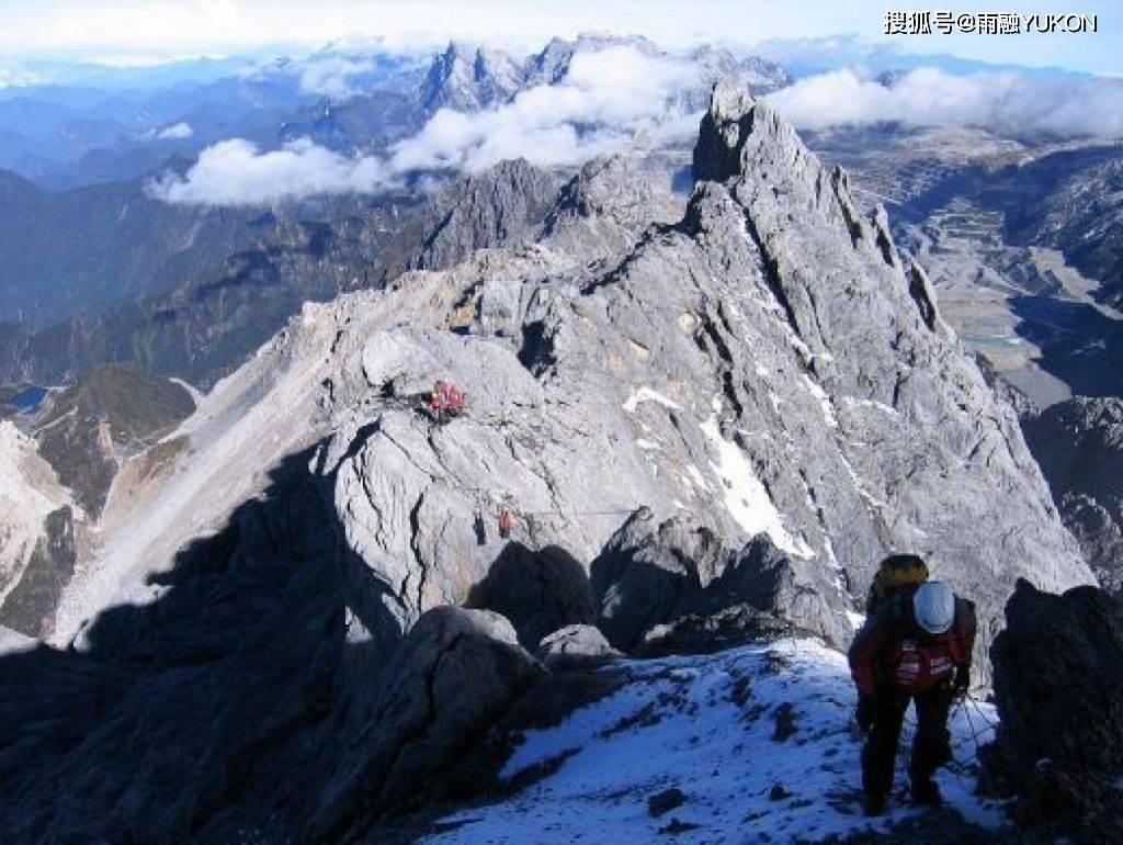 我梦见爬到山峰上最高 梦见山峰美景