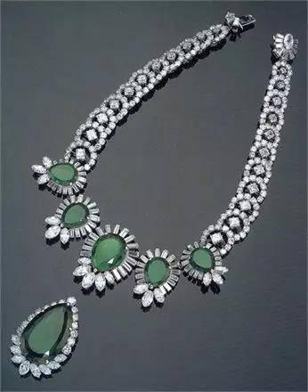 心理测试:你最喜欢哪条宝石项链?测你在异性眼中有多高贵!  第1张