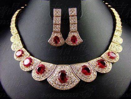心理测试:你最喜欢哪条宝石项链?测你在异性眼中有多高贵!  第4张