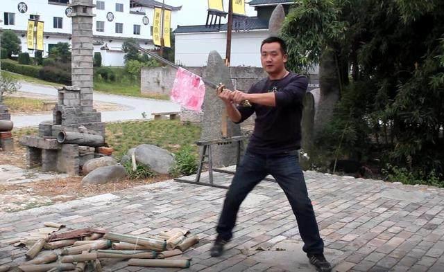 世界上最快的刀剑有多快?一口气连斩四头生猪!