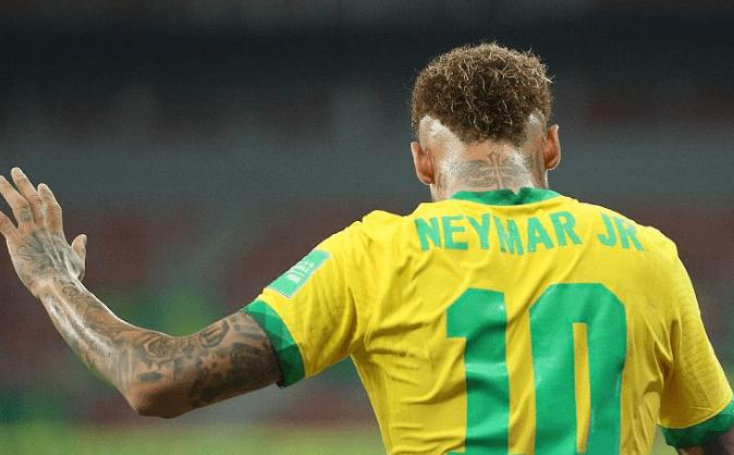 内马尔夸张了!被踢一脚90度倒地,再翻转一圈半,巴西2-0五连胜                                   图3