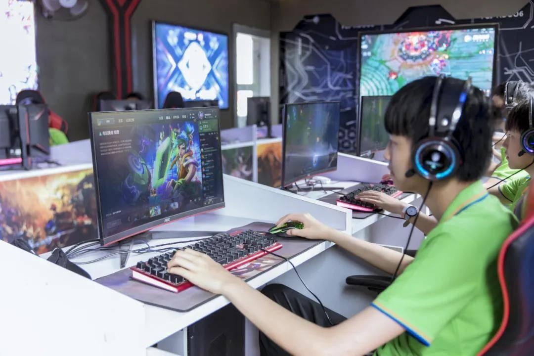 云南新华:迷茫,男生适合学什么技术好呢?