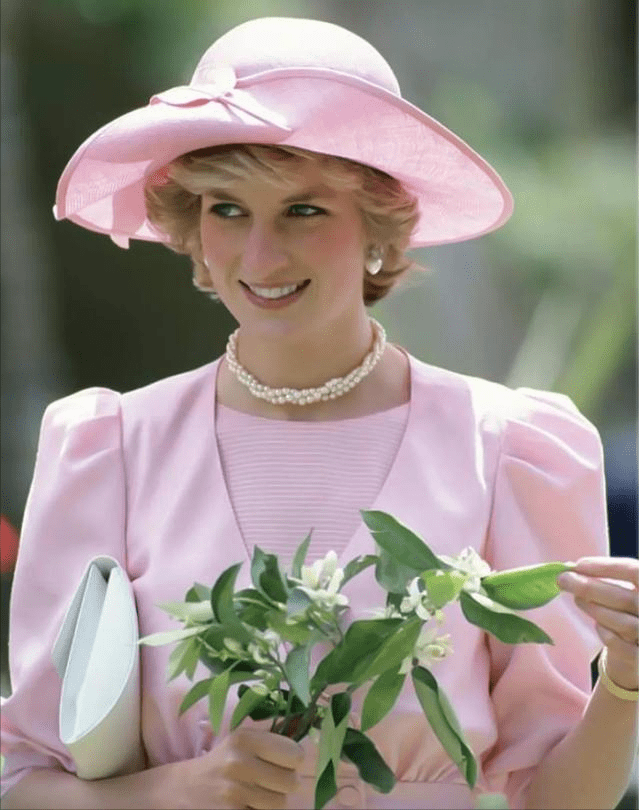 戴安娜王妃的姐姐,管不住自己嘴巴,被王室拒之门外,还酸妹妹