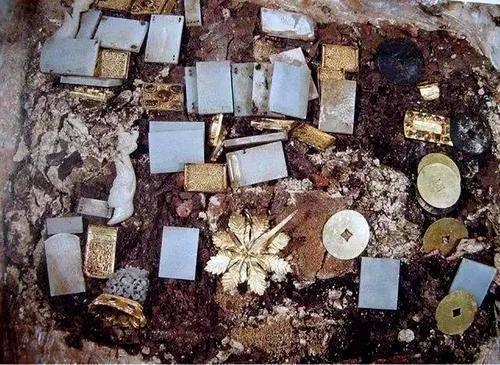 明朝古墓從未被盜,為何飄出現代毛巾?專家挖掘後,墓室堆滿珍寶