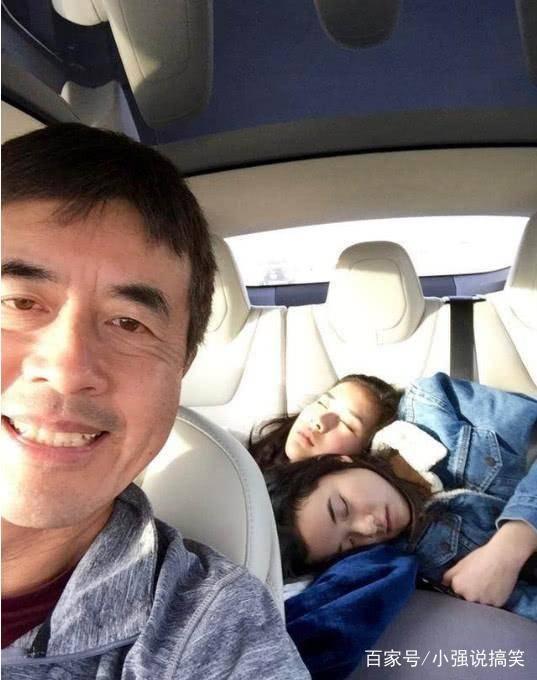 59歲陳沖一家近照,兩女兒顏值比她還高,丈夫的相貌卻一言難盡