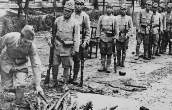 日本投降后,美军想强行登陆烟台?八路军:大炮对准!
