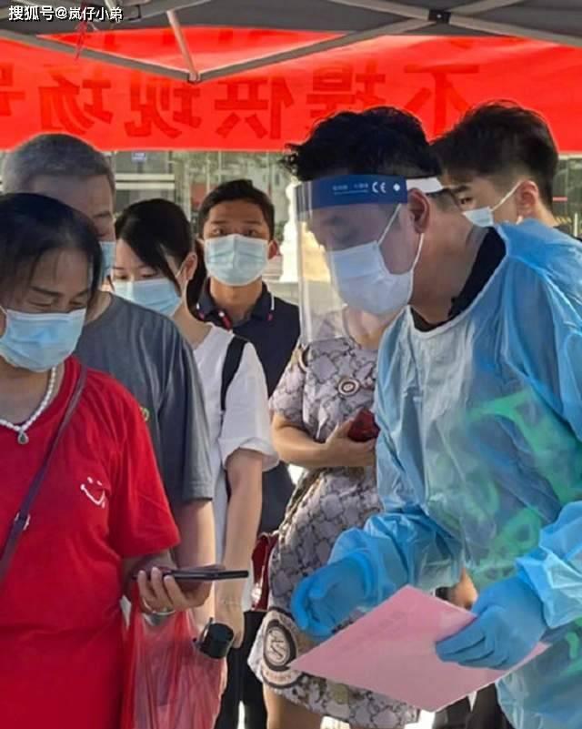 香港明星麦长青在广州做志愿者获赞,遭杜汶泽暗讽:组团去抗疫!
