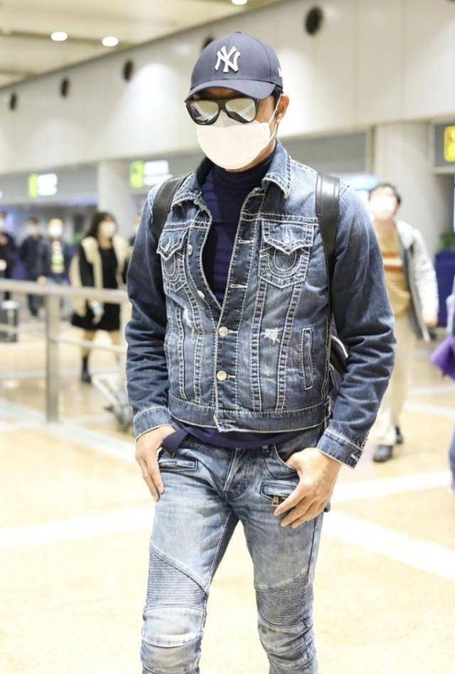 原创             马景涛太会穿搭了,快60岁的人穿减龄装,尽显硬汉身材魅力