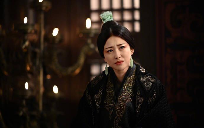 朱珠今日与精英男友结婚,新郎颜值高身材健硕,还是清华大学教师?