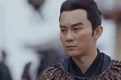 皇帝命令兒子射殺幼鹿,後者痛哭流涕不肯下手,不久被冊立為太子