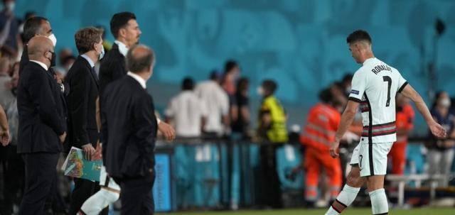 开局最美好欧洲杯提早出局 C罗再度怒摔队长袖标