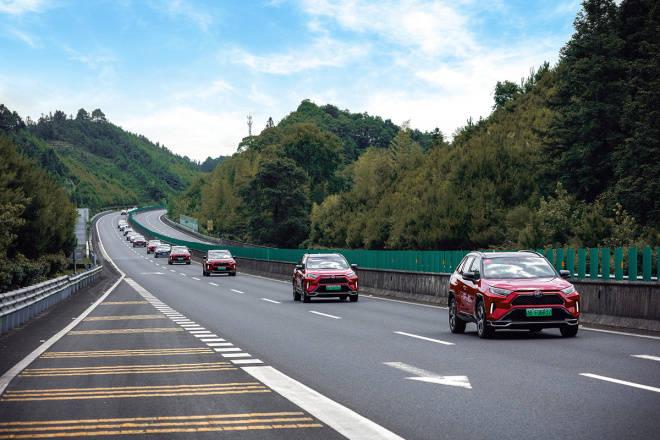六天五夜縱橫2000公里 一汽豐田雙擎家族長途穿越低碳出行